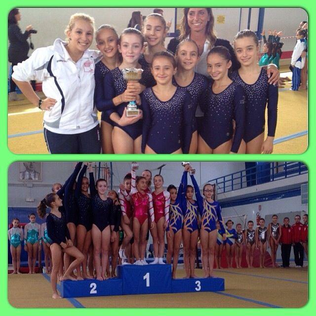 Le ginnaste della Giovanile Ancona con le allenatrici Ilaria Colombo a dx e Sara Strologo (dietro a sin)